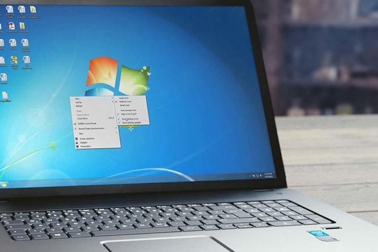 Fine del supporto di windows 7 - PC laptop con schermata iniziale di windows 7