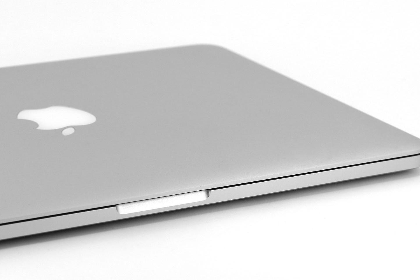 Un Mac Pro in uno spazio bianco