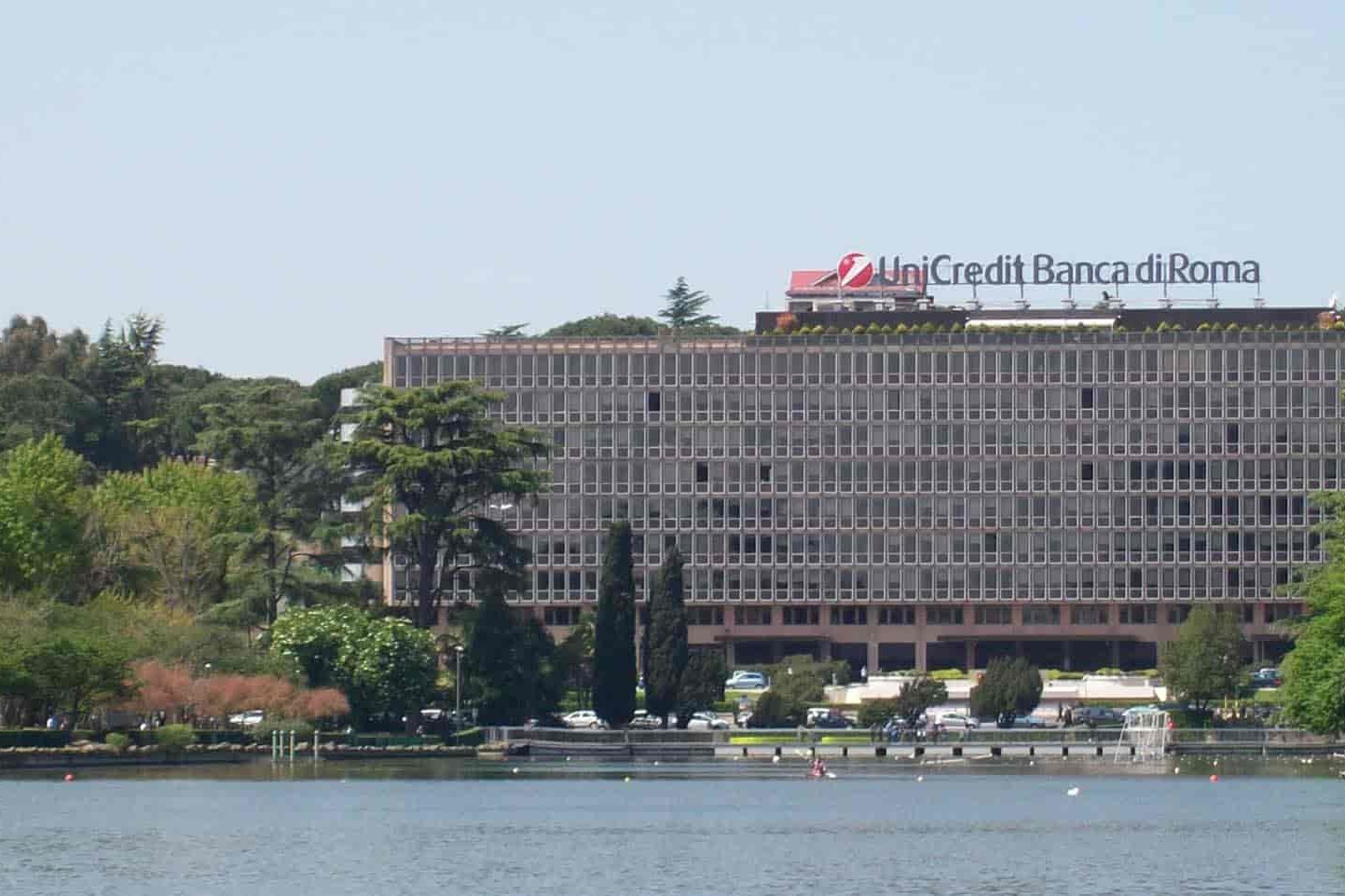 Roma, palazzo della Banca: sicurezza dei dati di UniCredit a rischio