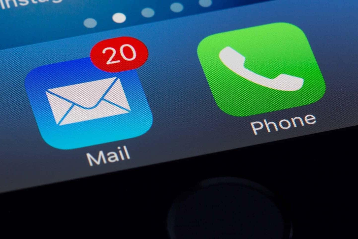 app di posta con notifica di messaggi in arrivo: attenzione alle email di phishing