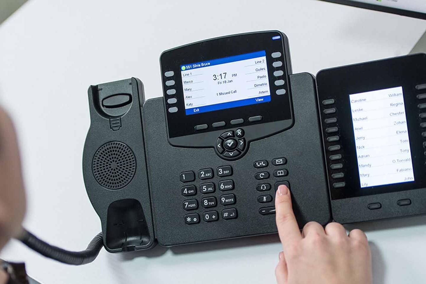 Con un centralino in cloud riduci i costi di comunicazione, migliori il flusso delle chiamate e il contatto con il tuo team e i tuoi clienti.